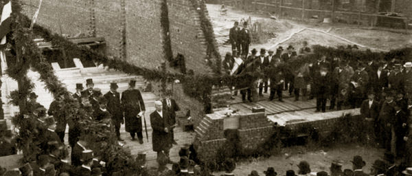 1899 gründen 366 Krefelder die Arbeiter-Wohnungs-Genossenschaft.
