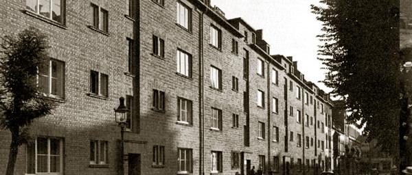 Bis 1928 errichtet die Genossenschaft 21 Häuser an der Leysnerstraße (hier ein Bild aus 1952).